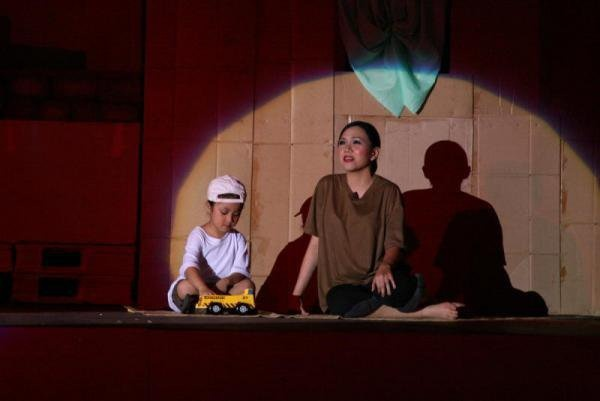 Kim and her son #MissSaigon