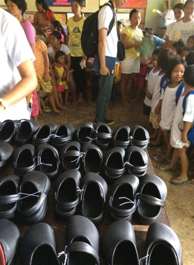 34 kids from Bonbon Elementary Schools waiting for their crocs shoes from Rise Above Foundation (8AM May 21, 2014)